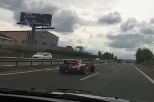 Formule na dálnici D4.