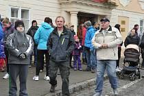 V poslední den roku se více než tři stovky turistů zúčastnily 8. ročníku pochodu na Veselý vrch u Mokrska.