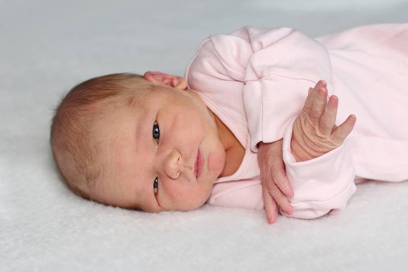 Viktorie Stiborová se narodila 18. září 2021 v Příbrami. Vážila 3480 g a měřila 50 cm. Doma v Sedlčanech ji přivítali maminka Nela a tatínek Jan.