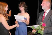 Slavnostní předávání vysvědčení deváťákům Základní školy 28. října Příbram v divadelní Malé scéně.
