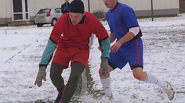 Fotbalisté týmů Halucinace a Knockout se během jediného víkendu utkali hned dvakrát. V rámci posledního kola 1. Mongeo ligy a také ve finále Ligového poháru. Obě utkání skončila nerozhodně.