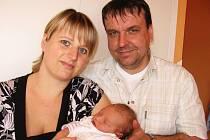 Ve čtvrtek 15. dubna si maminka Lenka spolu s tatínkem Janem z Příbrami poprvé pochovala dcerku Danielu Linhartovou, která v ten den vážila 3,86 kg a měřila 52 cm. Oporu bude mít ve starších sourozencích Michalovi a Veronice.