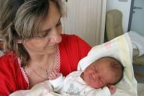 Lukáš Kamzík, synek maminky Aleny a tatínka Libora z Velké Hraštice, se narodil v úterý 28. dubna, vážil 4,35 kg a měřil 54 cm. Oporu bude mít v sourozencích Barboře a Janovi.