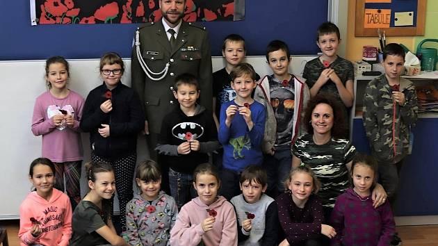 Žáci 3.B ze ZŠ pod Svatou Horou oslavili výročí Mezinárodního dne válečných veteránů.