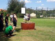 Závodní družstva bojovala ze všech sil, sešlo se deset týmů mužů a sedm žen. V kategorii mužů putovní pohár vyhrálo družstvo z Mezného, v kategorii žen zase z Libíně.