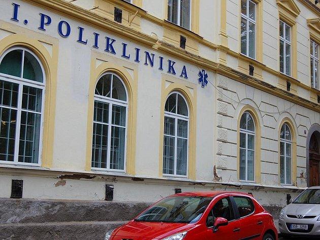 Budova I. polikliniky v Příbrami.