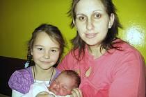 Terezka Kašparová se mamince Veronice a tatínkovi Michalovi z Rožmitálu narodila v neděli 14. března a v ten den vážila 4,41 kg a měřila 52 cm. Kočárek s malou sestřičkou bude také vozit pětiletá Lucinka.