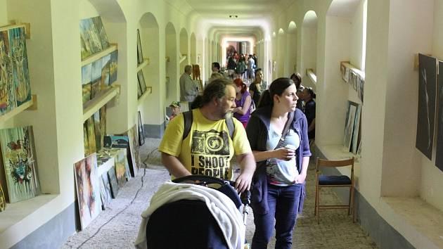 Výstava v rámci uměleckého happeningu v prostorách Svatohorských schodů v Příbrami.
