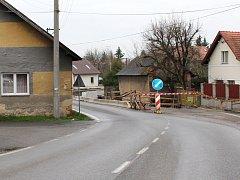 Oprava silnice ve Vranovicích.