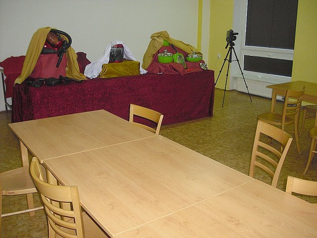 """JE PONDĚLÍ, půl desáté. Ještě před chvílí nebyla v přednáškovém sále příbramského kulturního domu volná jediná židle. To do doby, než se """"obchodníci"""" rozhodli sbalit si osobní věci a utéct. Bez dárků. Dokonce tu nechali i kameru."""