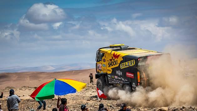 Dakar 2019 - pátá etapa: Martin Macík má za sebou zatím nejhorší zážitek z letošního ročníku Dakaru. Jan Brabec se v pořadí opět posunul směrem nahoru.