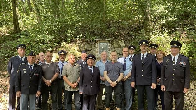 Pietní akce u památníčku a na hrobě tragicky zesnulého hasiče Jiřího Krýsla.