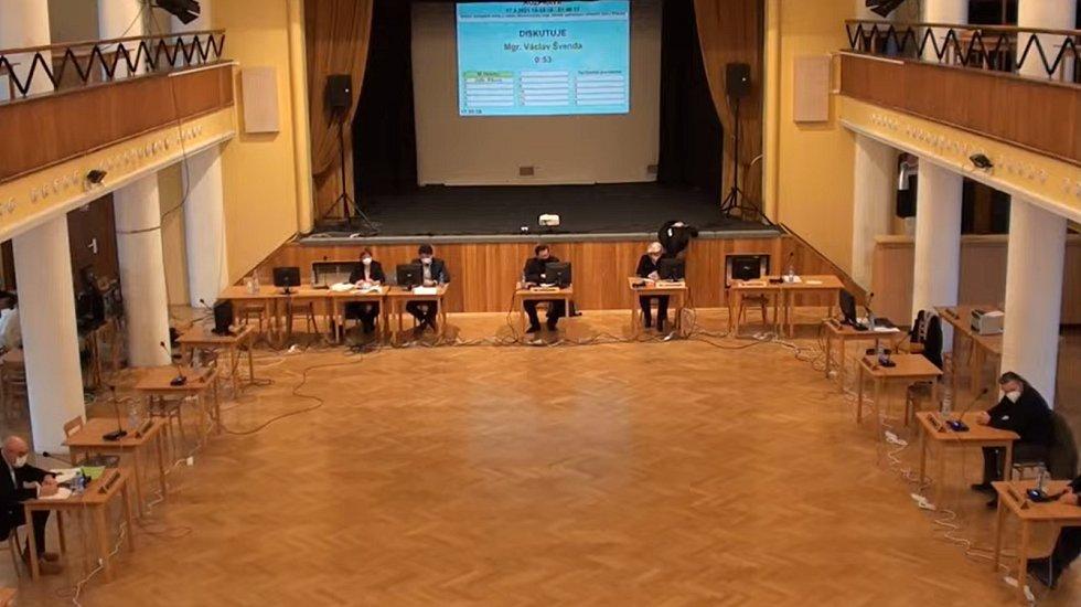 Ve středu 17. března 2021 jednali příbramští zastupitelé s krajských radním Milanem Váchou o slučování příbramských gymnázií. Veřejnost mohla jednání sledovat on-line a v předstihu pokládat dotazy.