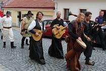 Po historickém průvodu se rozpoutaly oslavy na nádvoří areálu Svaté Hory