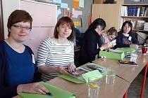 Z DESETI škol Čecha a Moravy se sjeli pracovníci družin a školních klubů do Sedlčan.