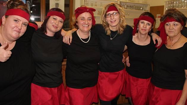 K tanci a zábavě zahrála skupina Signál, v jedenáct se konalo překvapení večera a přítomní si užili také bohatou tombolu, která měla kolem tří set položek.