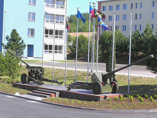 Vlajkoviště 13. dělostřelecké brigády v Jincích.