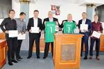 Příbramské fotbalisty za postup do extraligy ocenili radní Středočeského kraje.