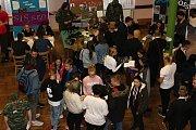 Škola jako každoročně touto dobou uspořádala veletrh fiktivních firem, které připravili a prezentovali její studenti.