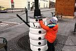 Spolek letos poprvé také ulici vánočně vyzdobil sněhuláky a vánočními stromky.