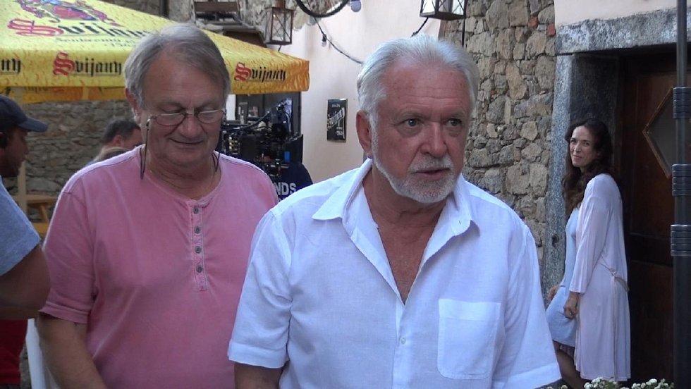Z natáčení romantické komedie Léto s gentlemanem ve Zduchovicích.