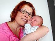 RADEK BARTOŇ spatřil světlo světa v neděli 29. ledna, vážil 3,18 kg. Maminka Monika a tatínek Petr o své první miminko pečují doma v Petrovicích.