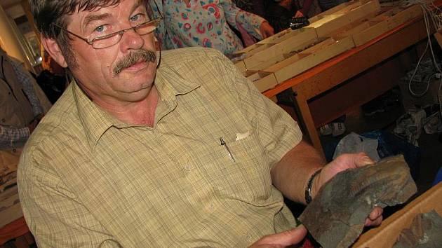 František Knížek na setkání mineralogů v příbramském kulturním domě.