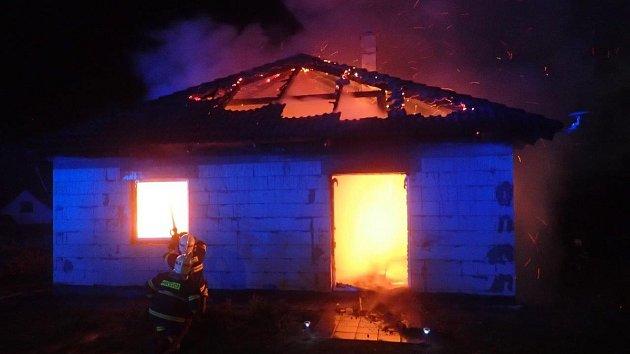 Požár novostavby rodinného domu v Obecnici.