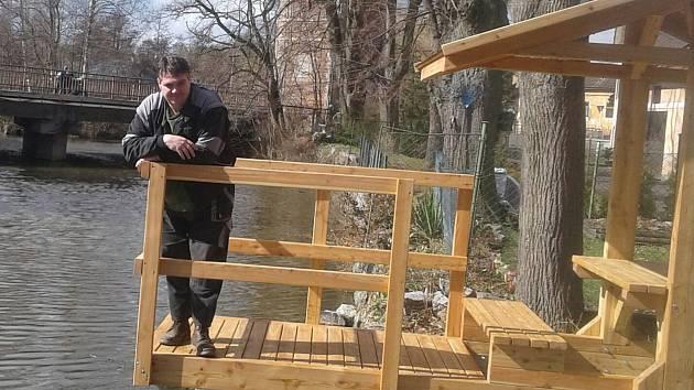 Město Rožmitál pod Třemšínem má nové vyhlídkové místo, které vybudovalo u rybníka Jez.
