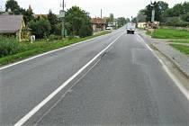 Silnice první třídy I/18, která spojuje Příbram a Sedlčany.
