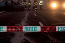Policisté a hasiči zasahují u dopravní nehody - ilustrační foto