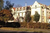 Dukelské náměstí v Dobříši, kde stojí dům s pečovatelskou službou.