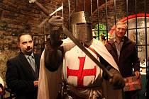 Foto z křtu knihy v Čejkovicích, Kameel Machart úplně vlevo, vepředu autor Templarius Bohemicus.