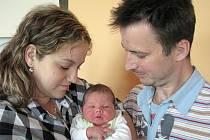 V sobotu 23. dubna sevřela maminka Jaroslava spolu s tatínkem Pavlem z Dublovic poprvé v náručí synka Lukáše Vondru, který v ten den vážil 3,65 kg a měřil 51 cm. Klukovský svět bude malému bráškovi ukazovat skoro tříletý Daniel.