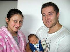 V pondělí 2. prosince maminka Kateřina a tatínek Arsen z Příbrami poprvé sevřeli v náručí svého prvorozeného syna Arsena Šárku, který má z toho dne u jména zapsánu váhu 3,28 kg a míru 50 cm.