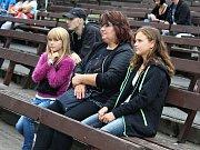 Šestihodinový sobotní program v letním kině zahrnoval i vystoupení kapely The Tap Tap, autora jedné z nejposlouchanějších českých písniček.
