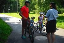 Policie uspořádala preventivní akci zaměřenou na cyklisty v okolí Nového rybníka v Příbrami.