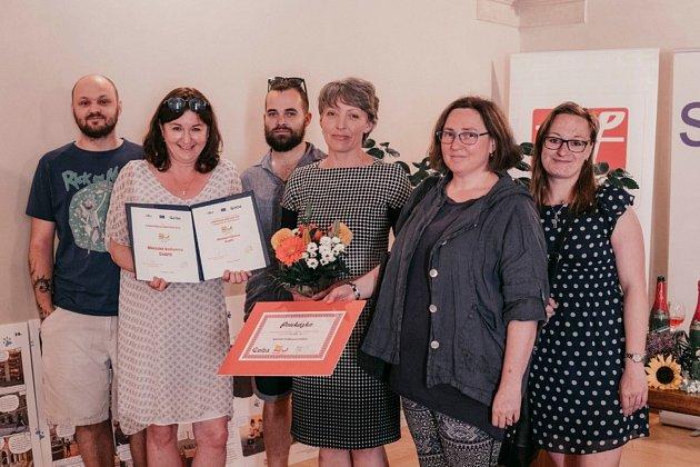 Knihovníci zdobříššské knihovny spolu se starostkou města Janou Vlnasovou.