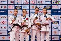 Příbramská judistka Tereza Bodnárová (vpravo) získala na dorosteneckém mistrovství Evropy ve Varšavě bronzovou medaili.