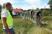 Triatlon Brdonoš Podlesí 2017 u rybníku Kášák.