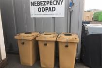 Původně byly nádoby na použité tuky a oleje ve sběrném dvoře, nyní jsou v areálu Technických služeb Příbram, ale veřejnosti to stále nevyhovuje