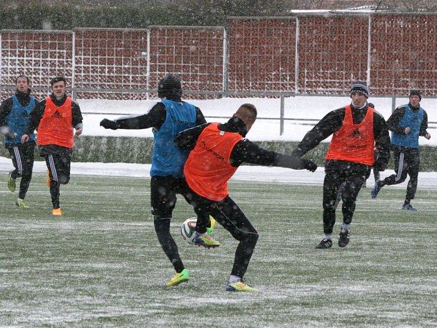Zahájení zimní přípravy 1.FK Příbram provázelo husté sněžení.