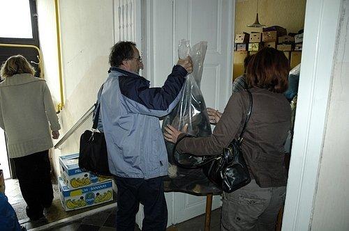 Farní charita na Březových Horách začala opět se sběrem oblečení