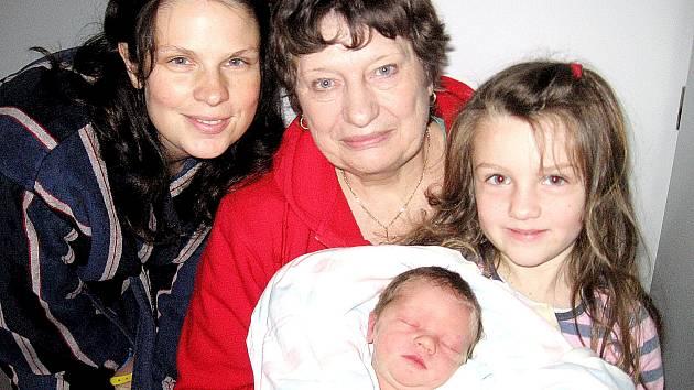 Max Dietrich, synek maminky Emy a tatínka Romana z Nižboru, si pro příchod na svět vybral neděli 21. prosince, vážil 3,70 kg a měřil 52 cm. Do porodnice ho přišla navštívit pětapůlletá sestřička Mína a babička Jaroslava.