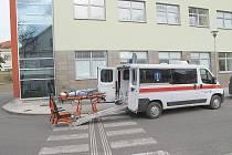 Nově vybavená sanitka příbramské nemocnice.