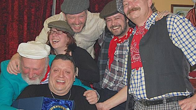 Kapela Cirkus Hulata převzala cenu za vítězství v hudební anketě.