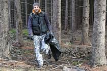 Ve spolupráci se Správou CHKO Brdy a podbrdskými obcemi tuto úklidovou akci pořádaly Vojenské lesy a statky (VLS)