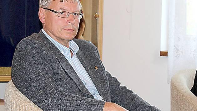 Schůzka v Milíně kvůli haldě č. 15 u Brodu. Ředitel odštěpného závodu státního podniku Diamo v Příbrami Zbyněk Skála.