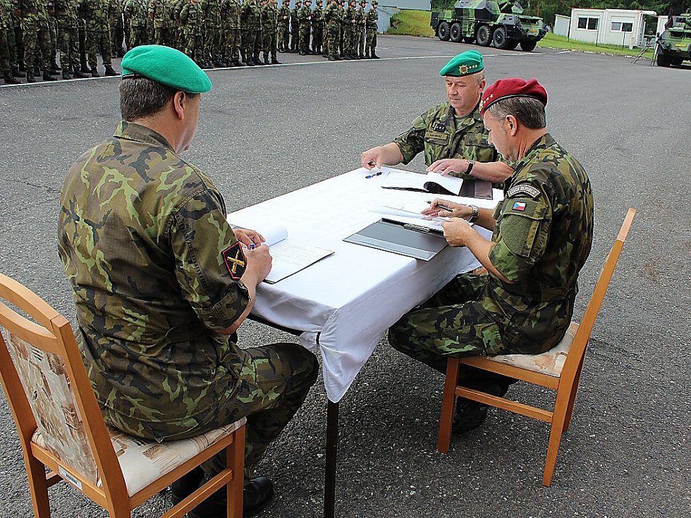 Předání funkce. Archiv armád