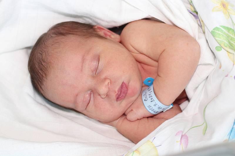 Erik Čermoch se narodil 14. září 2021 v Příbrami. Vážil 3450 g. Doma v Praze ho přivítali maminka Klára, tatínek Jakub a tříletý Viktor.
